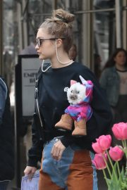 Gigi Hadid Arrives Home After Shopping in Midtown New York 2019/05/02 4