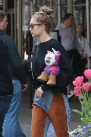Gigi Hadid Arrives Home After Shopping in Midtown New York 2019/05/02 5