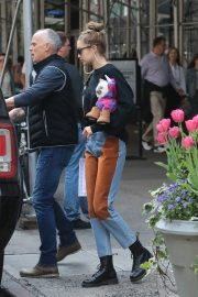 Gigi Hadid Arrives Home After Shopping in Midtown New York 2019/05/02 6