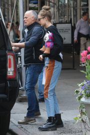 Gigi Hadid Arrives Home After Shopping in Midtown New York 2019/05/02 7