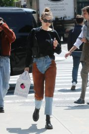 Gigi Hadid Arrives Home After Shopping in Midtown New York 2019/05/02 9