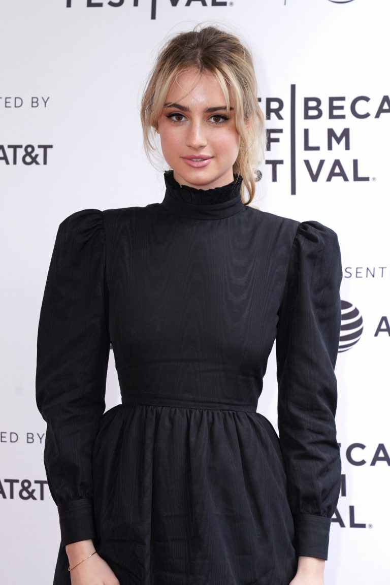 Grace Van Patten at 'Good Posture' Premiere at Tribeca Film Festival in New York 2019/04/27 13