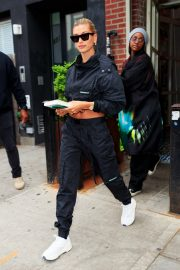 Hailey Baldwin and Justine Skye Go to Lunch in New York 2019/04/30 6