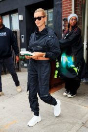 Hailey Baldwin and Justine Skye Go to Lunch in New York 2019/04/30 7