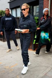 Hailey Baldwin and Justine Skye Go to Lunch in New York 2019/04/30 8