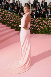 Hailey Bieber at The 2019 Met Gala Celebrating Camp: Notes on Fashion in New York 2019/05/06 4