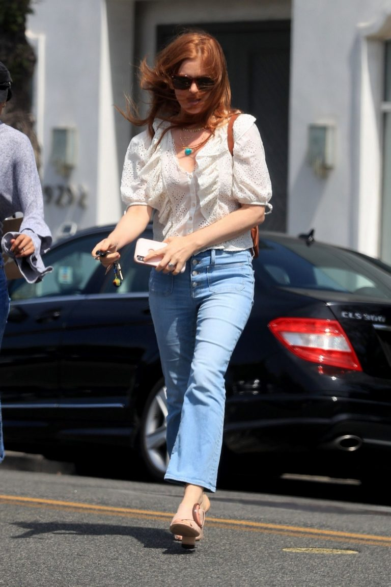 Isla Fisher Out in Beverly Hills 2019/05/ 4