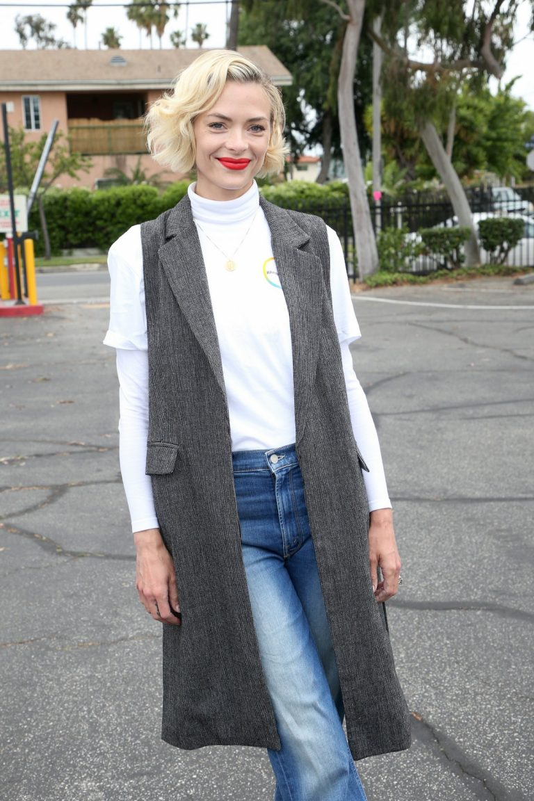Jaime King at Rainbow Light and Vitamin Angels To Help Women in Need 2019/04/30 3