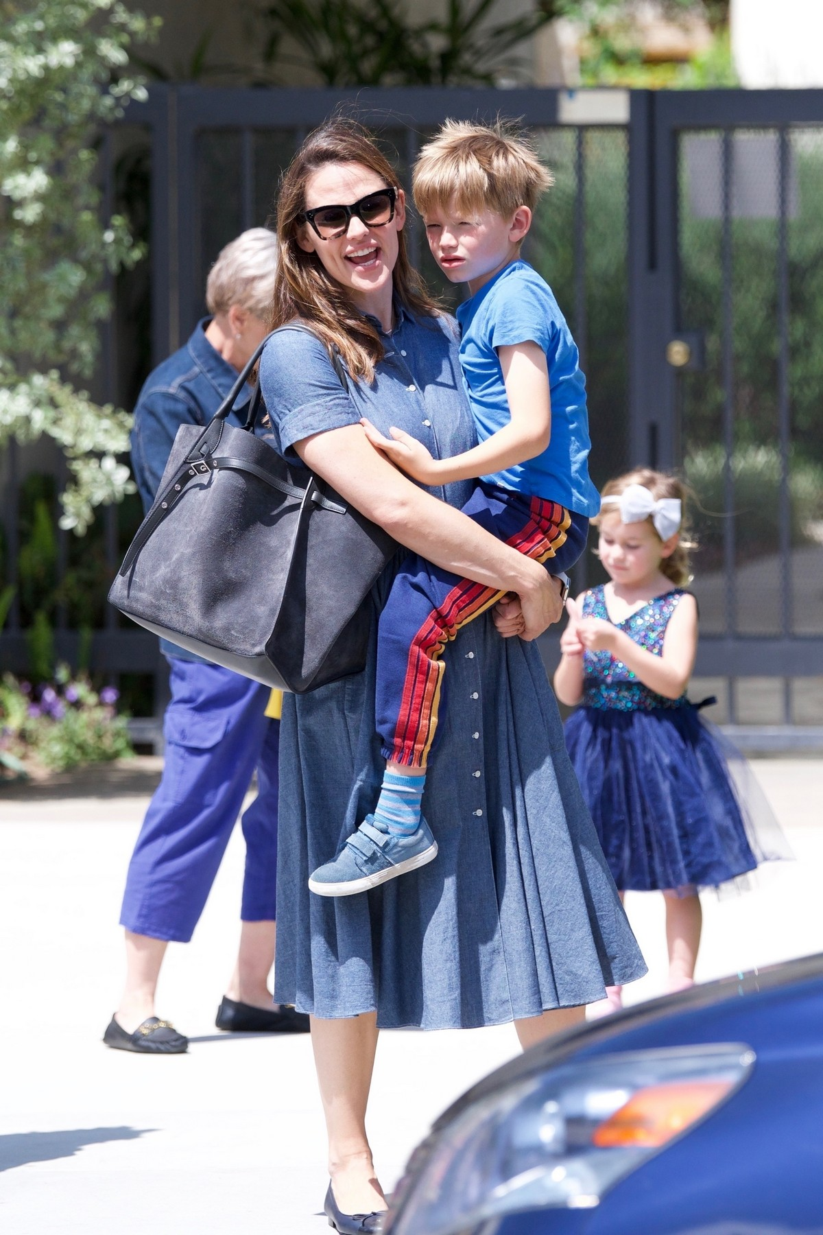 Jennifer Garner with Her Kids Out in Brentwood 2019/05/05 9