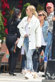Jennifer Lawrence Spends Time with family in New York 2019/05/10 6