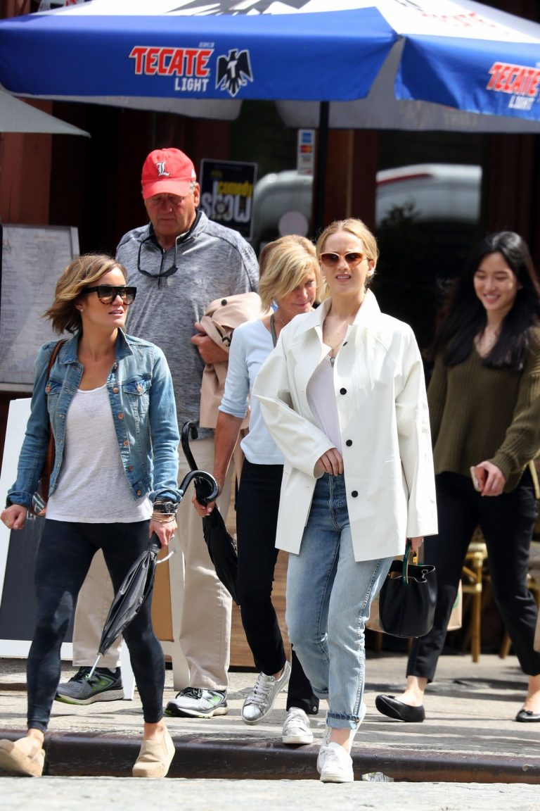 Jennifer Lawrence Spends Time with family in New York 2019/05/10 7