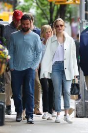 Jennifer Lawrence Spends Time with family in New York 2019/05/10 9