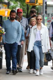 Jennifer Lawrence Spends Time with family in New York 2019/05/10 12