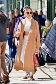 """Jennifer Lopez Out to Film """"Hustlers"""" in New York 2019/05/02 3"""