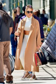 """Jennifer Lopez Out to Film """"Hustlers"""" in New York 2019/05/02 4"""