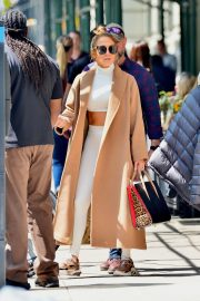 """Jennifer Lopez Out to Film """"Hustlers"""" in New York 2019/05/02 5"""