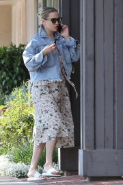 Kate Hudson in Denim Jacket Out in Los Angeles 2019/05/11 2