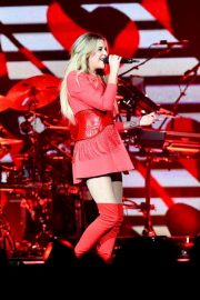 """Kelsea Ballerini Performs at """"Miss Me More"""" Tour in Sioux City 2019/05/04 5"""