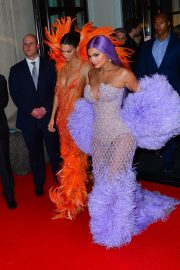 Kendall Jenner and Kylie Jenner Out in Colorful Fashion for the 2019 Met Gala 2019/05/06 2