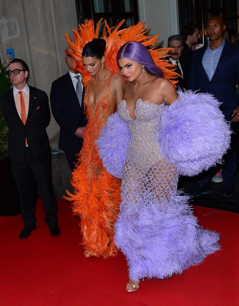 Kendall Jenner and Kylie Jenner Out in Colorful Fashion for the 2019 Met Gala 2019/05/06 3