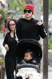 Khloe Kardashian Out and About in Calabasas 2019/04/30 3