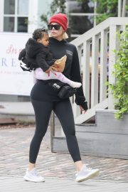 Khloe Kardashian Out and About in Calabasas 2019/04/30 8