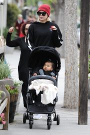 Khloe Kardashian Out and About in Calabasas 2019/04/30 10