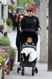 Khloe Kardashian Out and About in Calabasas 2019/04/30 13