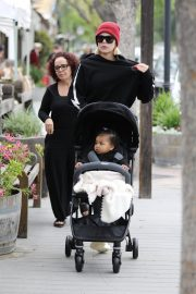 Khloe Kardashian Out and About in Calabasas 2019/04/30 15