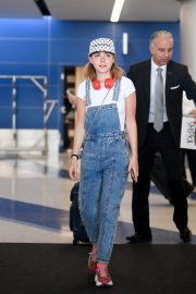Kiernan Shipka Arrives at LAX Airport in Los Angeles 2019/05/02 4