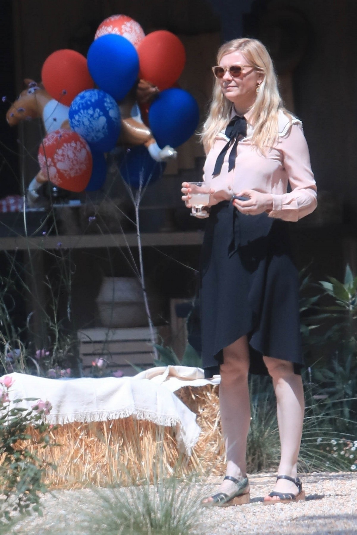 Kirsten Dunst Celebrates 1 Year Old Baby Birthday with family in Los Angeles 2019/05/04 5