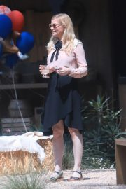 Kirsten Dunst Celebrates 1 Year Old Baby Birthday with family in Los Angeles 2019/05/04 6