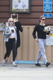 Kristen Stewart and Sara Dinkin leaves a Grocery Store in Los Angeles 2019/05/04 6