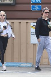 Kristen Stewart and Sara Dinkin leaves a Grocery Store in Los Angeles 2019/05/04 7