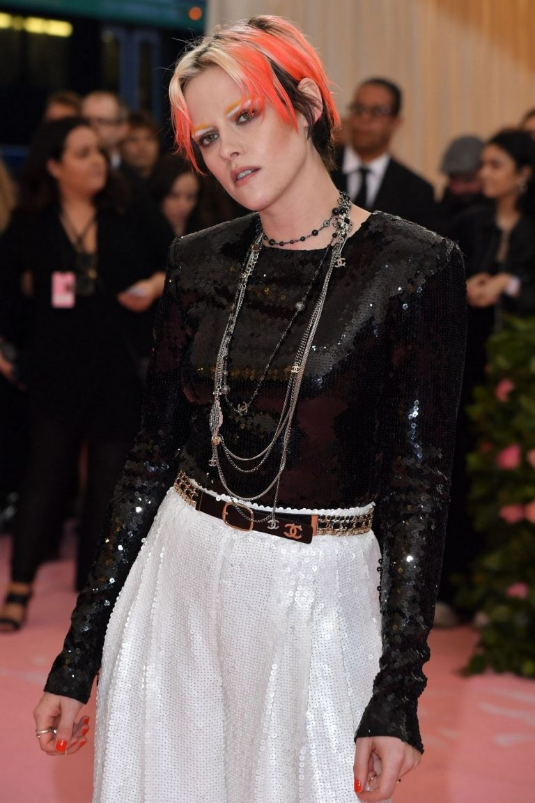 Kristen Stewart at The 2019 Met Gala celebrating Camp: Notes on Fashion in New York City 2019/05/06 7