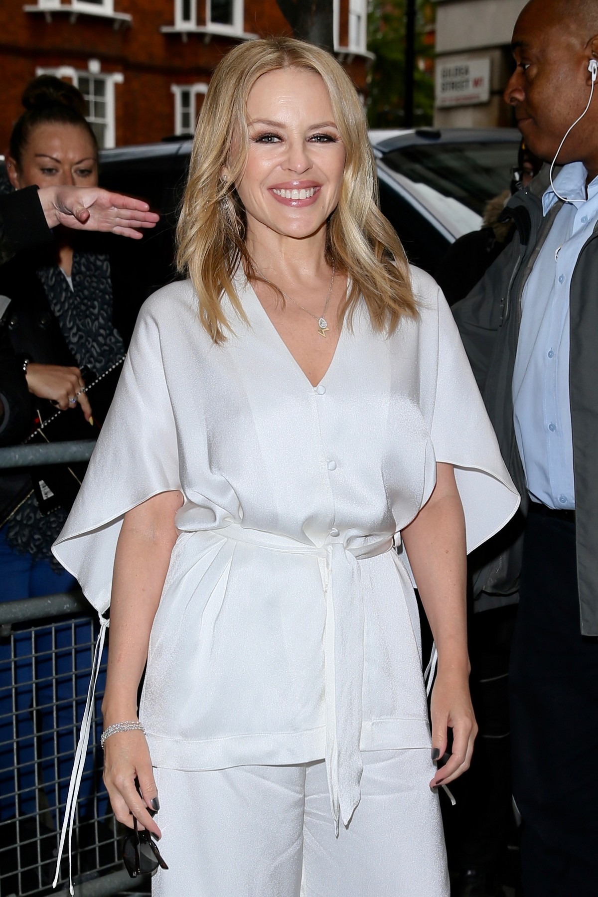 Kylie Minogue Arrives at Radio 2 in London 2019/05 2