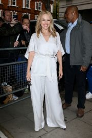 Kylie Minogue Arrives at Radio 2 in London 2019/05 3