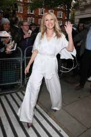 Kylie Minogue Arrives at Radio 2 in London 2019/05 4