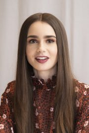"""Lily Collins at """"Tolkien"""" Press Conference in Hollywood 2019/04/22 5"""