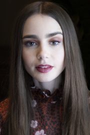 """Lily Collins at """"Tolkien"""" Press Conference in Hollywood 2019/04/22 8"""
