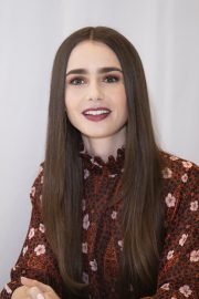 """Lily Collins at """"Tolkien"""" Press Conference in Hollywood 2019/04/22 9"""