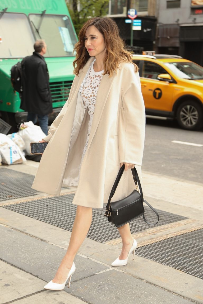 Linda Cardellini Out in New York 2019/04/30 1