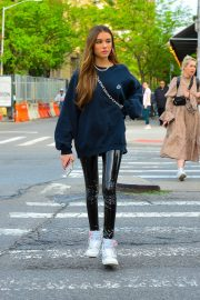 Madison Beer in Oversized Nike Sweatshirt Out in New York 2019/05/10 3