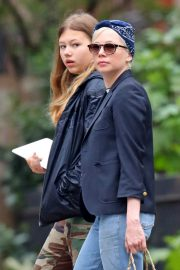Michelle Williams with her daughter Out in New York 2019/05/06 9