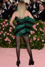 Miley Cyrus at The 2019 Met Gala Celebrating Camp: Notes on Fashion in New York 2019/05/06 4