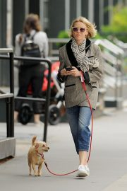 Naomi Watts walks with her Dog in New York 2019/04/30 9