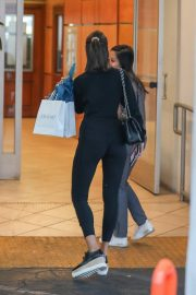 Olivia Culpo Leaves a Clinic in Los Angeles 2019/05/01 17