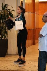 Olivia Culpo Leaves a Clinic in Los Angeles 2019/05/01 25