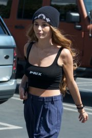 Olivia Jade Giannulli enjoys lunch with friends at Fred Segal in West Hollywood 2019/05/05 1
