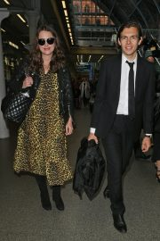 Pregnant Keira Knightley Arrives Back in London 2019/05/03 1